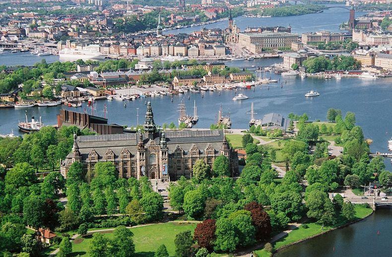 The Nordic Museum. The Vasa Museum is visible behind it. Picture taken from Wikipedia, Creative Commons license.