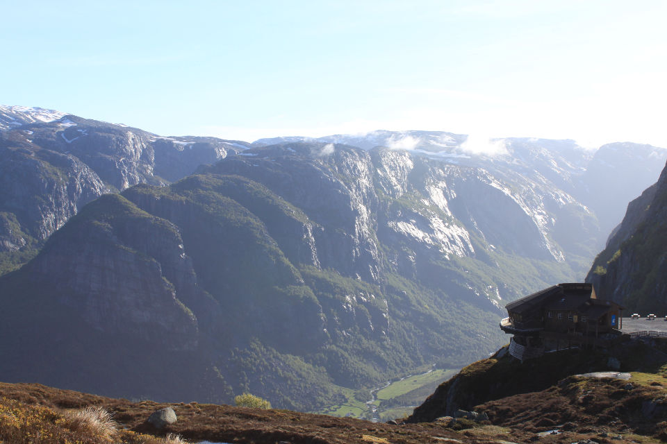 This was the first time we could gauge the depth of the fjord. Down there you can see the Lyseelvi river.